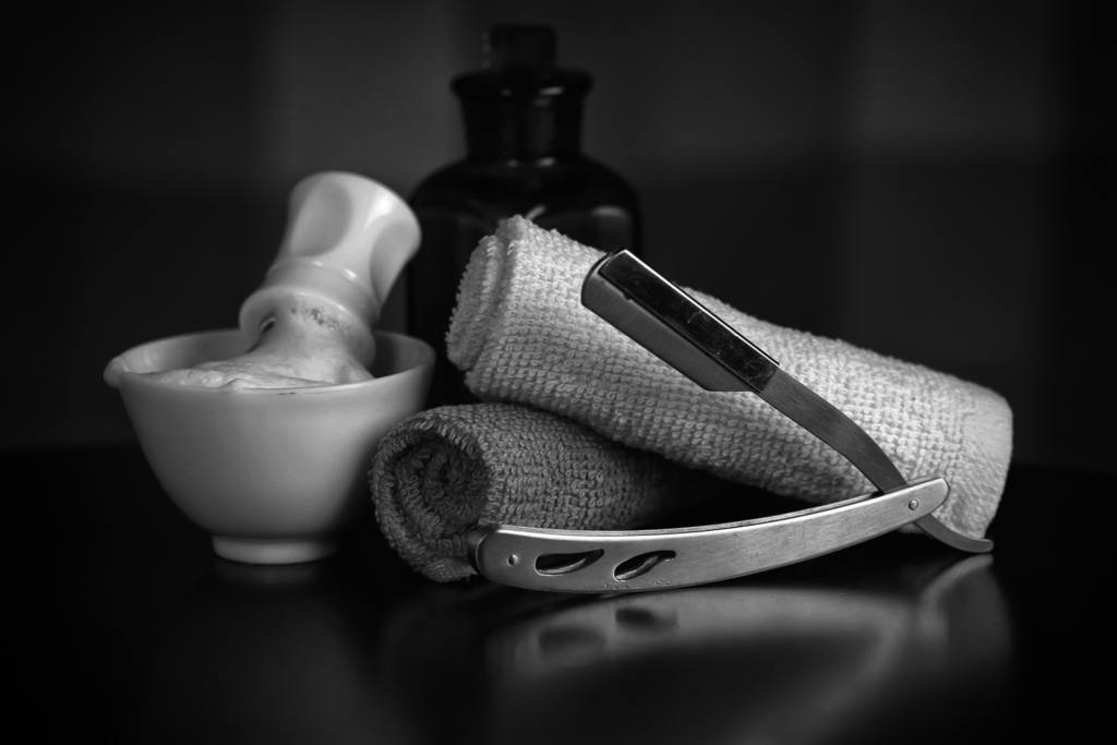 black and white image of shaving equipment